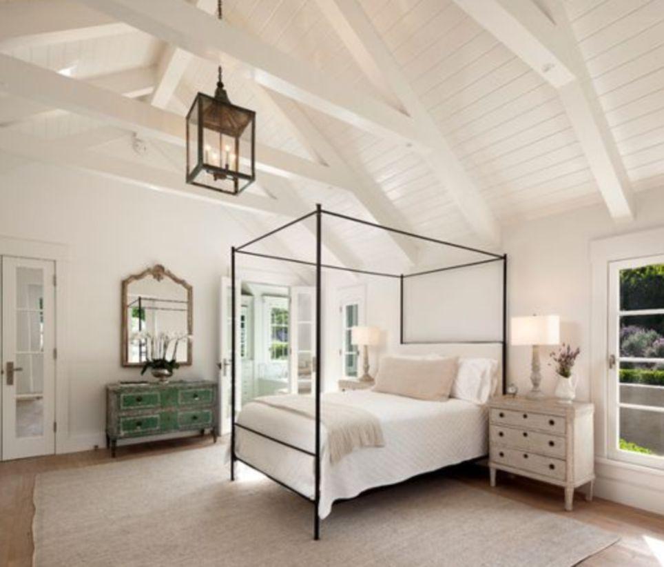 Cozy farmhouse master bedroom decoration ideas 20