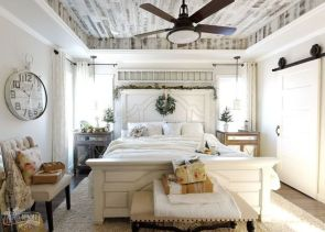 Cozy farmhouse master bedroom decoration ideas 37