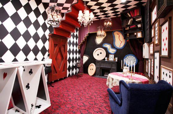 Fascinating striped walls living room designs ideas 18