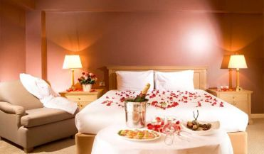 Inspiring valentine bedroom decor ideas for couples 18