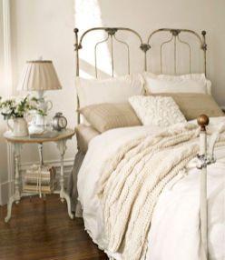 Lovely white bedroom decorating ideas for winter 17