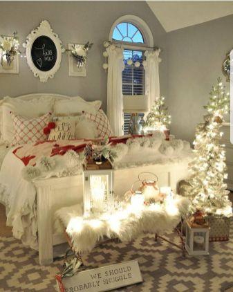 Lovely white bedroom decorating ideas for winter 32