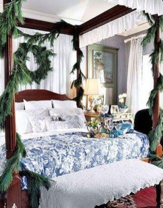 Lovely white bedroom decorating ideas for winter 41