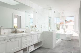 Luxurious bathroom designs ideas that exude luxury 29