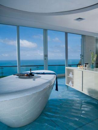 Luxurious bathroom designs ideas that exude luxury 31
