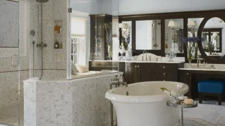 Luxurious bathroom designs ideas that exude luxury 40