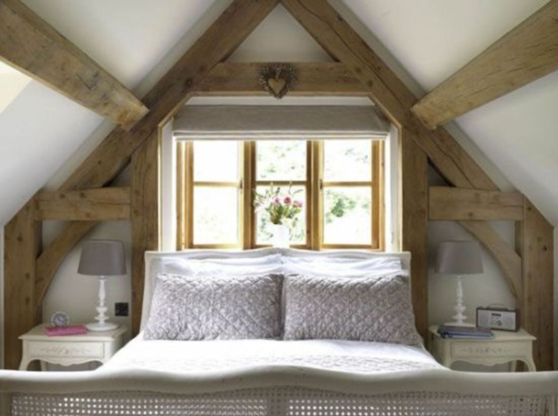Pretty bedroom designs ideas with exposed wooden beams 28