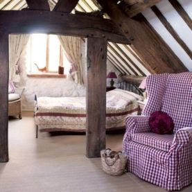 Pretty bedroom designs ideas with exposed wooden beams 35
