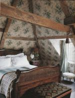 Pretty bedroom designs ideas with exposed wooden beams 41