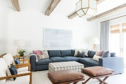 Stylish coastal living room decoration ideas 40