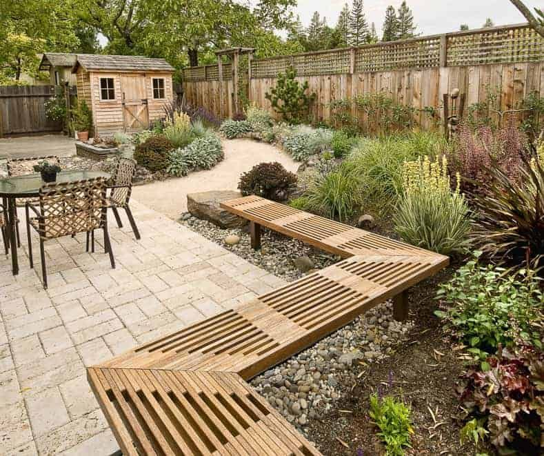 Elegant backyard landscaping ideas using bricks 13