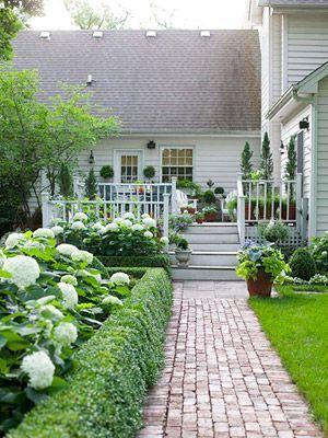 Elegant backyard landscaping ideas using bricks 37