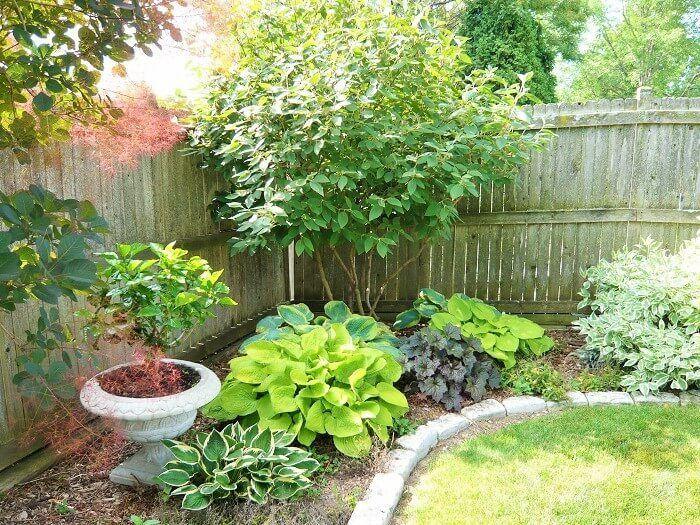 Elegant backyard landscaping ideas using bricks 54