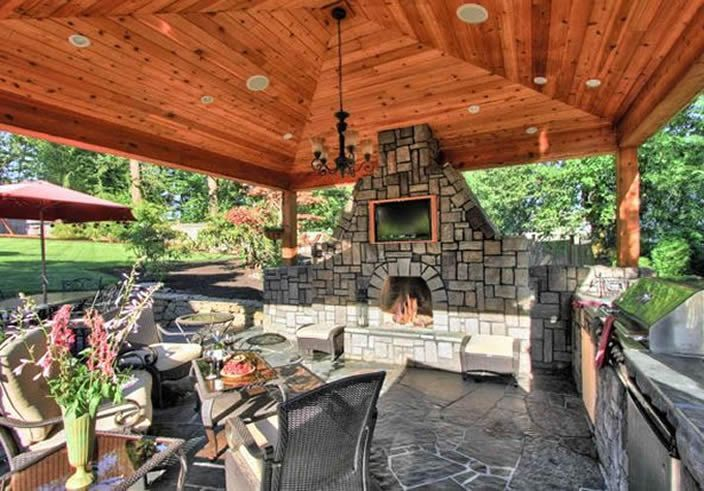 Romantic rustic outdoor kitchen designs with fireplace 37