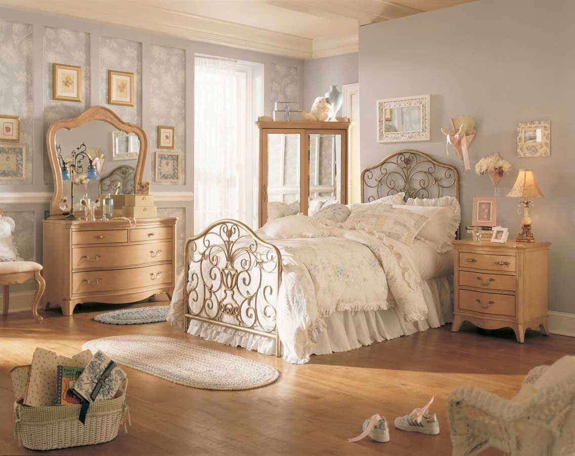 Awesome french style bedroom decor ideas 30