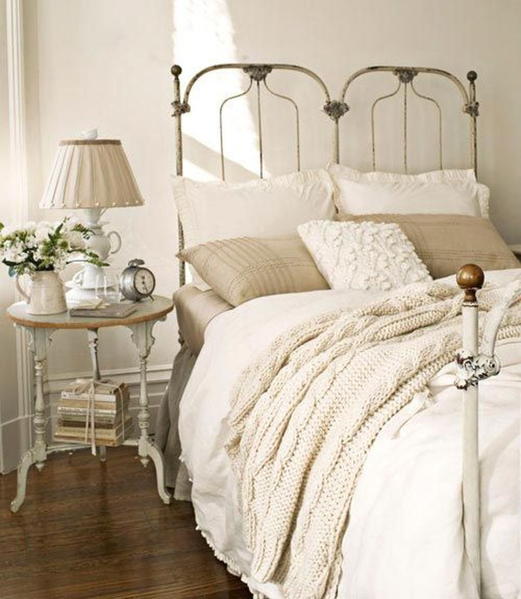 Awesome french style bedroom decor ideas 43