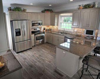 Cozy color kitchen cabinet decor ideas 18