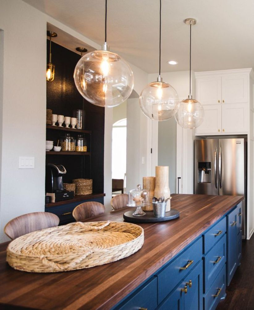 Fascinating colorful glass pendant lamps ideas for your kitchen 42
