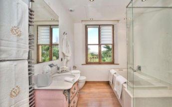 Shabby chic blue shower tile design ideas for your bathroom 32