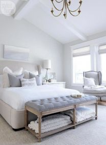 Unique white minimalist master bedroom design ideas 07