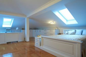Unique white minimalist master bedroom design ideas 23