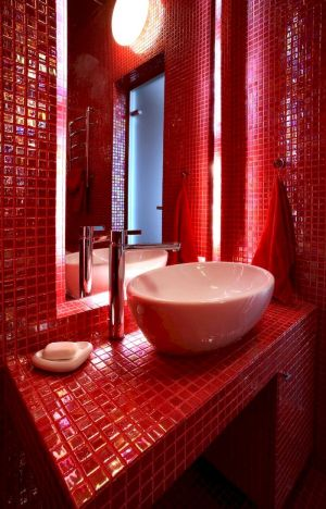 Magnificient red wall design ideas for bathroom 36