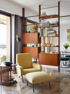 Unique mid century living room décor ideas 32