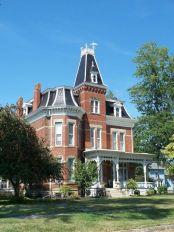 Amazing old houses design ideas will look elegant 16