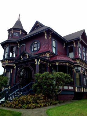Amazing old houses design ideas will look elegant 23