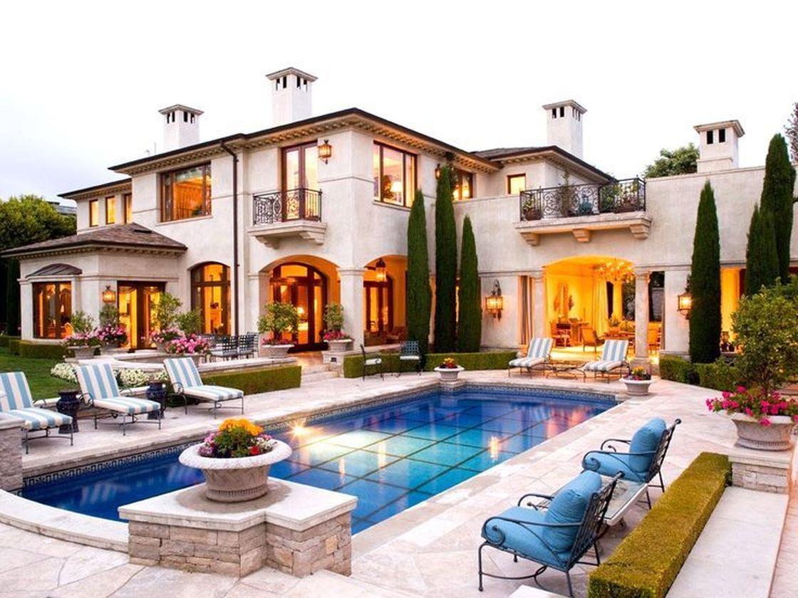 Amazing old houses design ideas will look elegant 28
