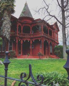 Amazing old houses design ideas will look elegant 34