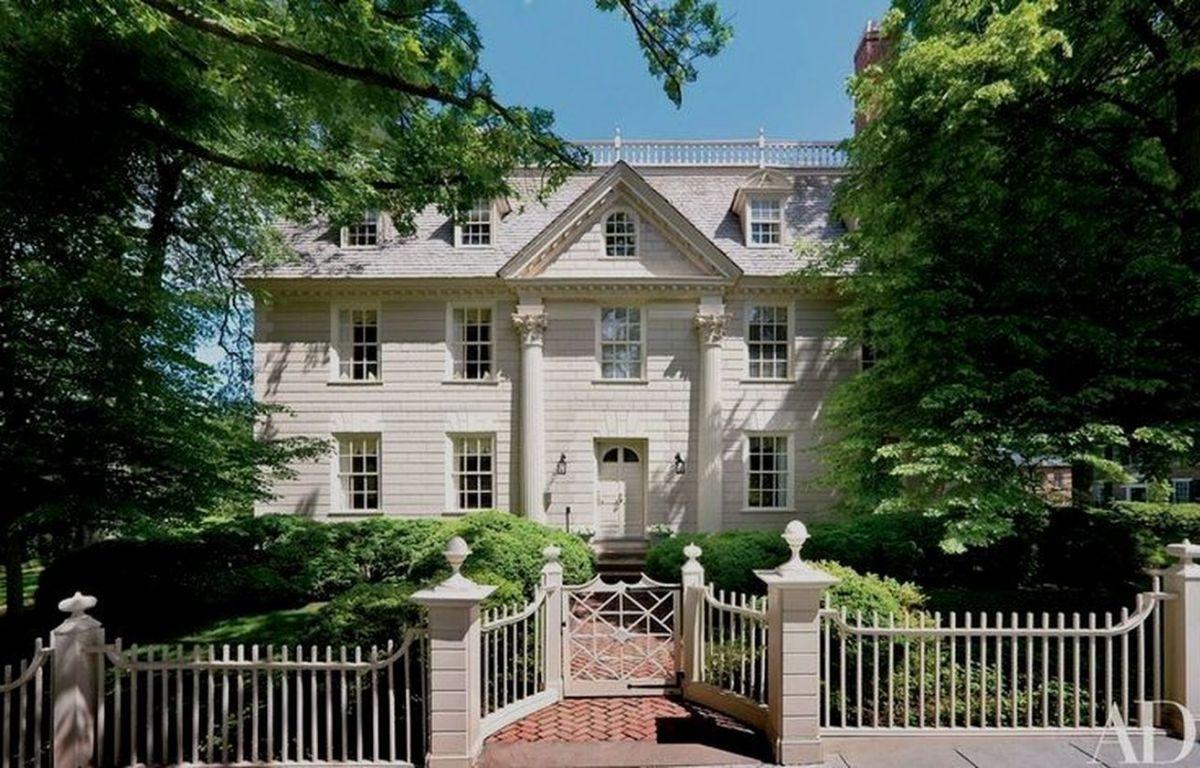Amazing old houses design ideas will look elegant 36