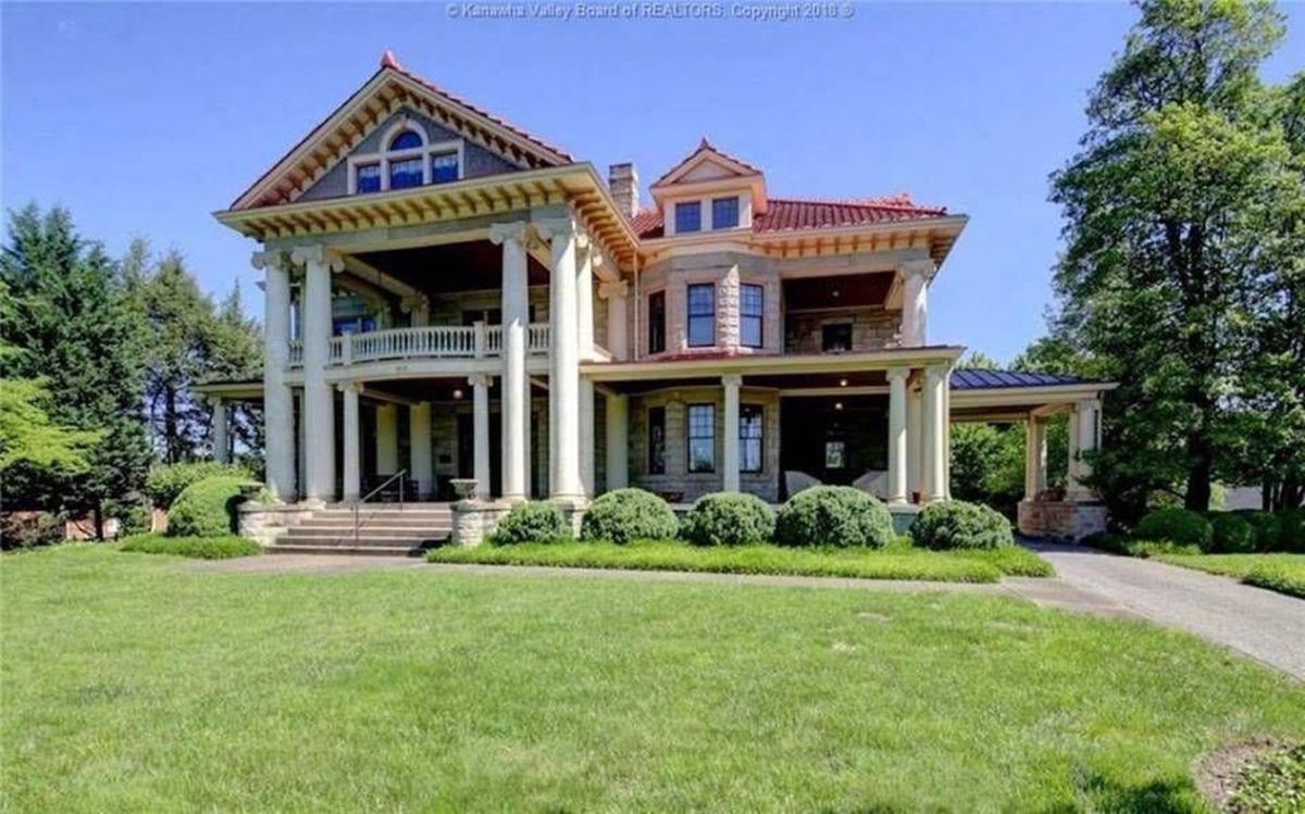 Amazing old houses design ideas will look elegant 37