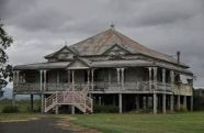 Amazing old houses design ideas will look elegant 43