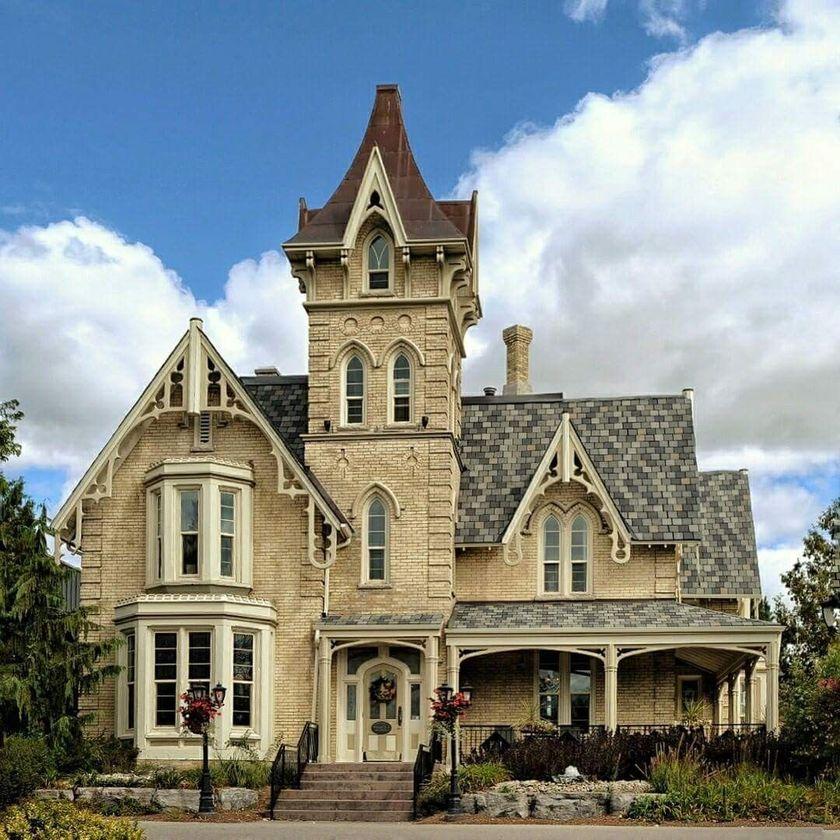 Amazing old houses design ideas will look elegant 51