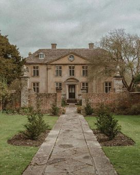 Amazing old houses design ideas will look elegant 57