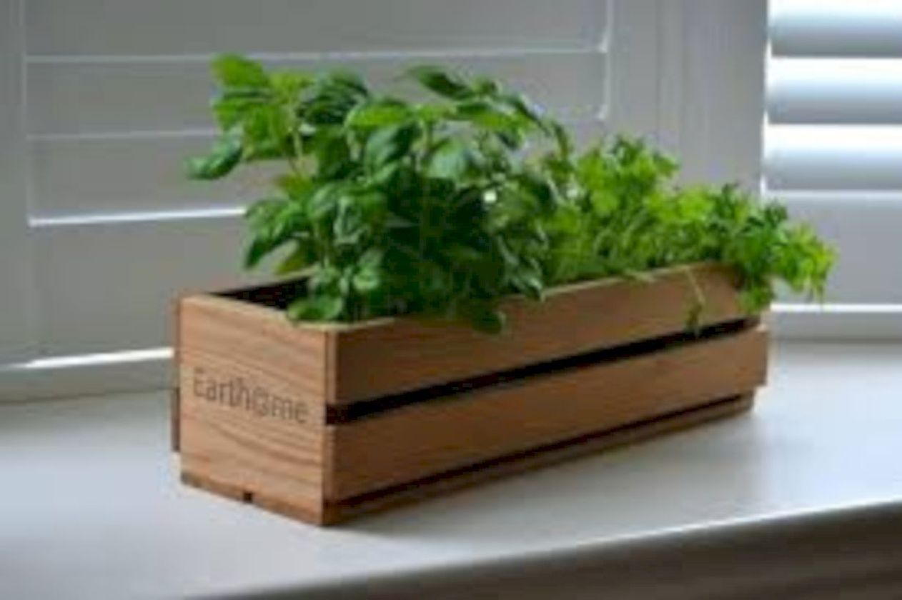 Attractive window box planter ideas to beautify up your home 20