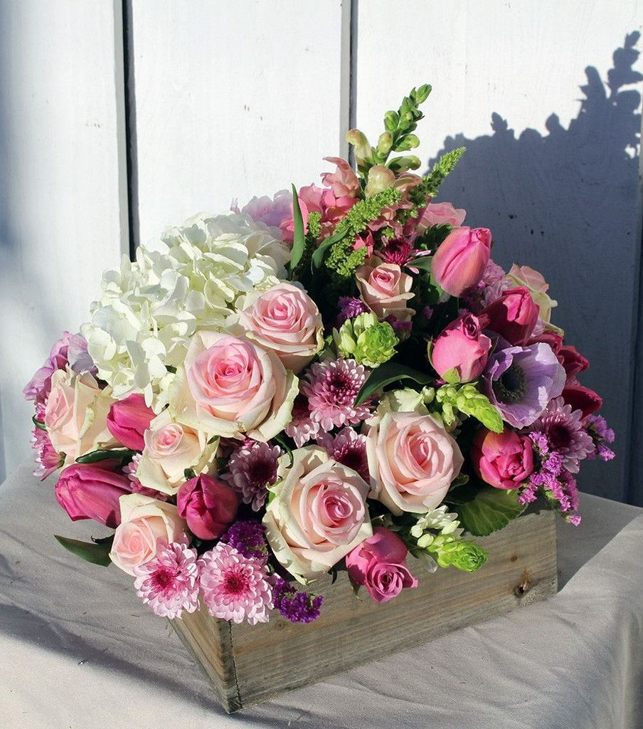 Stunning wood flower box ideas to beautify the flower decoration 01
