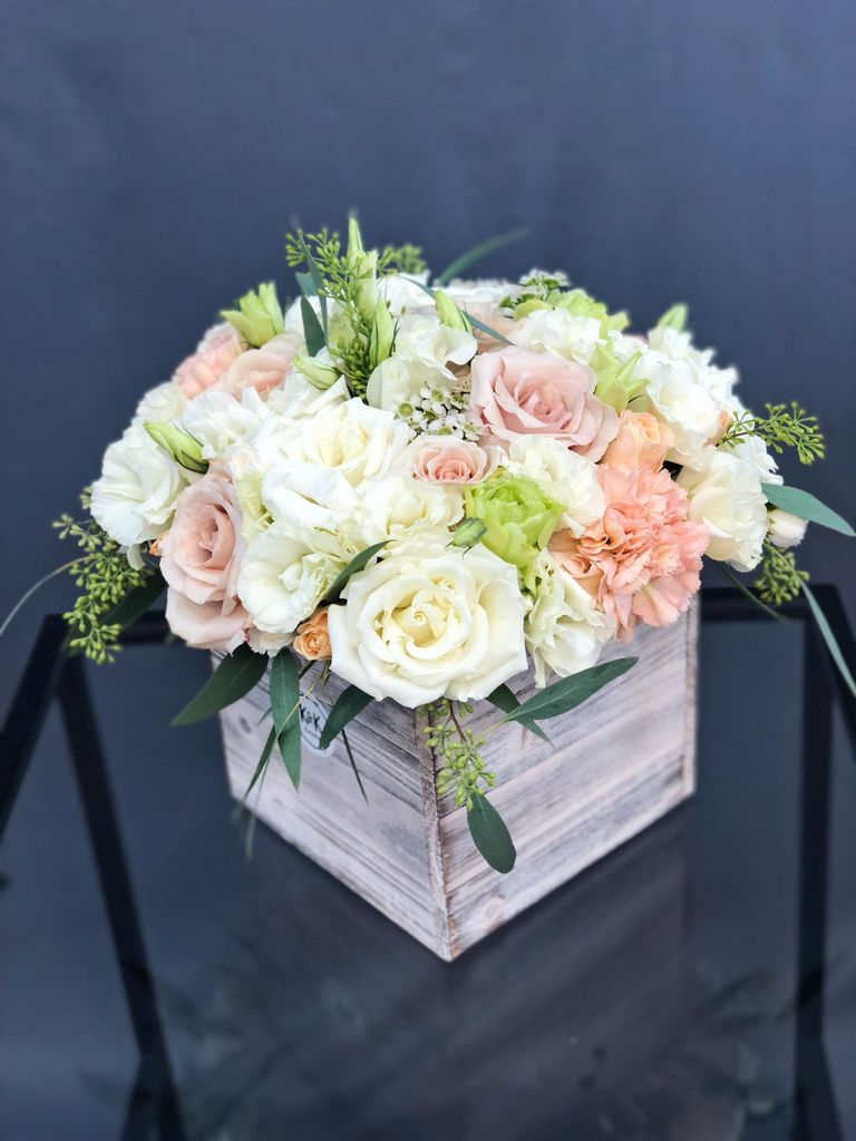 Stunning wood flower box ideas to beautify the flower decoration 09