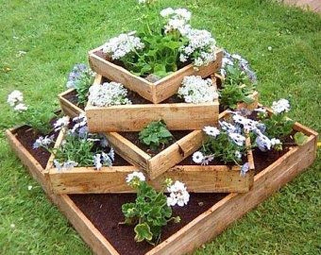 Stunning wood flower box ideas to beautify the flower decoration 17
