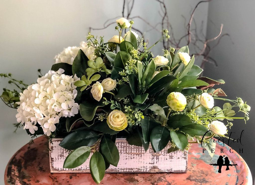 Stunning wood flower box ideas to beautify the flower decoration 45