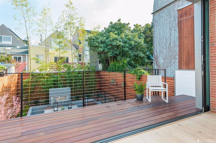 A House With Impressive Contemporary Backyard Which Has Multi-levels 4