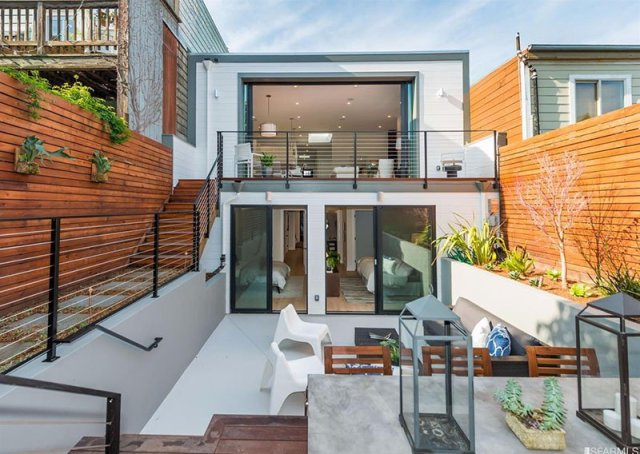 A House With Impressive Contemporary Backyard Which Has Multi-levels 8