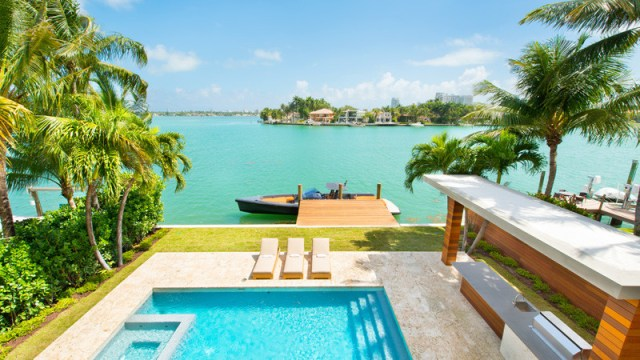 A-breezy-home-design-on-an-island-for-relaxing-feel-and-unforgettable-2