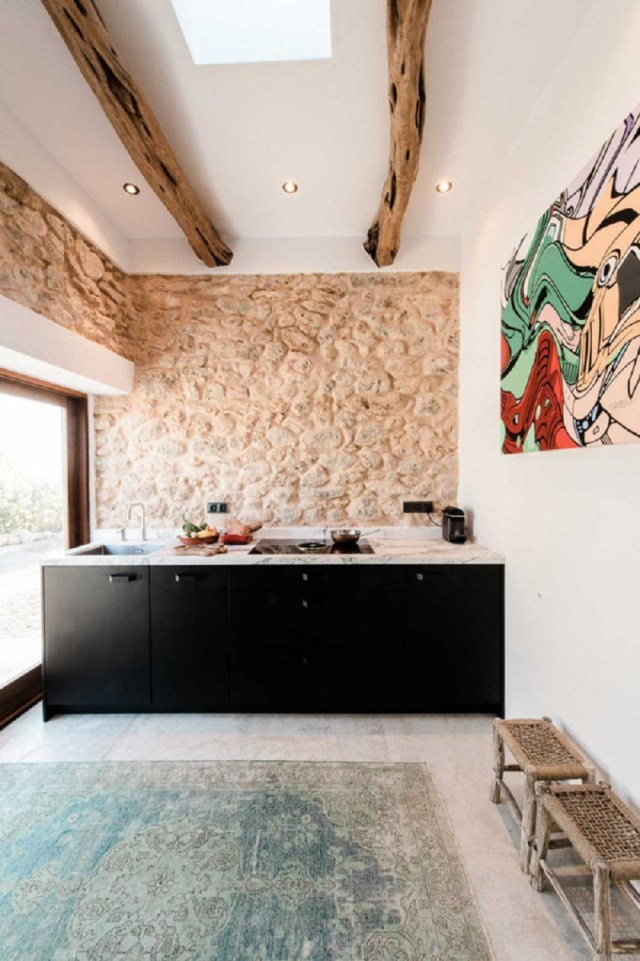 A-modern-guest-house-that-once-a-200-year-old-stable-6