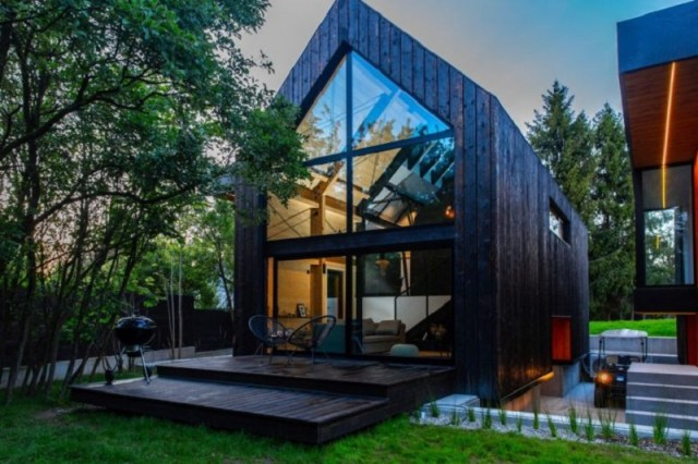 A-framed-cabin-with-contemporary-style-that-looks-dramatic-1