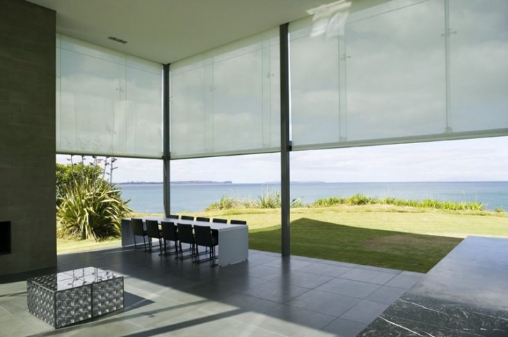 This-house-with-two-storey-glass-volume-that-could-maximize-the-views-around-4