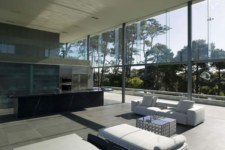 This-house-with-two-storey-glass-volume-that-could-maximize-the-views-around-5
