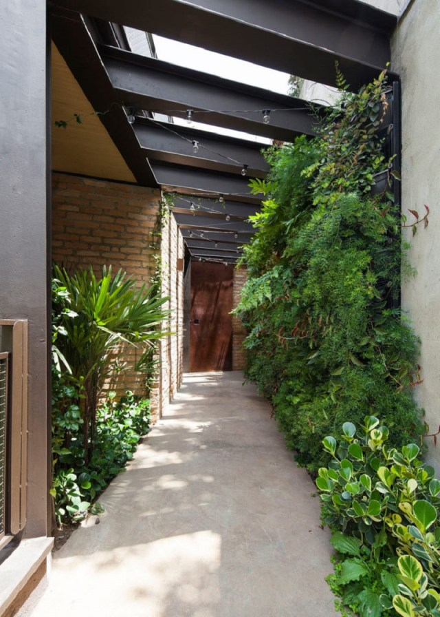 This-new-house-uses-old-materials-but-look-fabulous-2