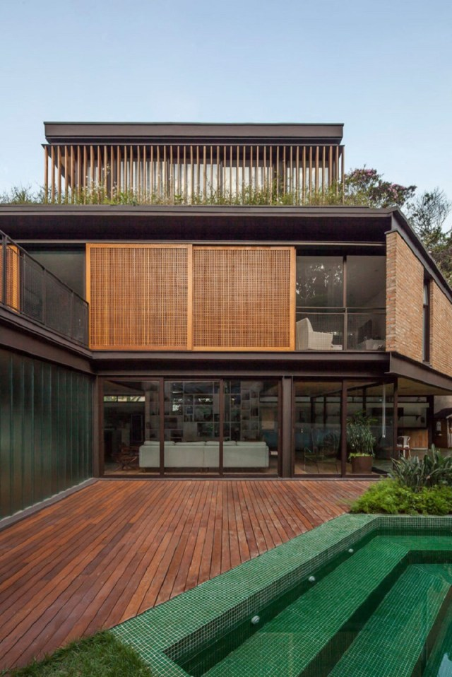 This-new-house-uses-old-materials-but-look-fabulous-8
